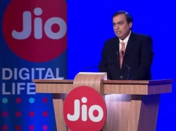 Reliance Jio Users Get 15 Percent Discount On Air Asia Ticke