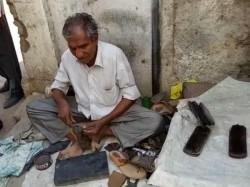 Junagadh When Income Tax Send Rs 10 Lakhs Notice A Mochi