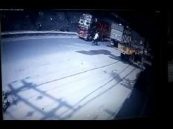 Horrible Road Accident Truck Falls From Flyover On Auto Punjab