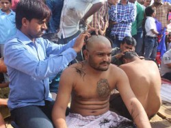 Hardik Patel Tonsure Head To Protest Against Government