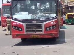 Police Beat The Rickshaw Driver Locals Rickshaw Drivers Protest