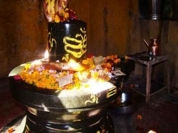 According Shastras Only Half Parikrama Shivlinga Must Be Done