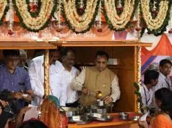 Vijay Rupani Launched Shramik Annapurna Yojana Ahmedabad