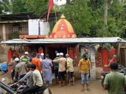 Muslims People Cleaning Hindu Temple At Dhanera