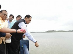 Gujarat Cm Vijay Rupani Visited Overflowing Aji Dam Rajkot