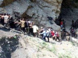 Amarnath Yatra Bus Accident Many Pilgrims Feared Dead Rescue Operation Underway