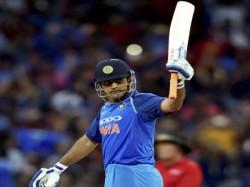 India Vs Australia Sachin Tendulkar Congratulates Ms Dhoni For Completing Century Of