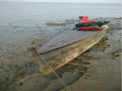 Bsf Arrested 3 Pakistan With Their Boats Near Kutch