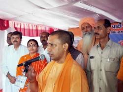 Yogi Adityanath At Valsad Bjp Gujarat Elections Campaign