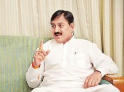 Gujarat Election 2017 Bharatsinh Solanki Says He Is Not Ups