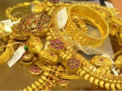 Ahmedabad Thieves Took Jewellery 9 50 Lac