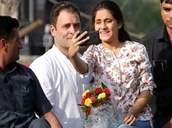 Gujarat Elections The Girl Who Got Chance Have Selfie Mome