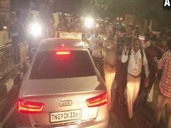 Income Tax Raids Sasikala Her Relatives Properties Chennai