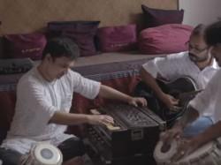 Video Jingle Bells Christmas Qawwali Remix Mayookh