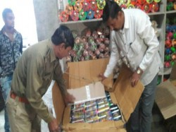 Rajkot Chinese Dori And Tukkal Shoppers Are Targeted By Police