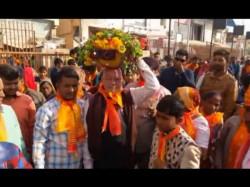 Pm Modi Brother Prahlad Modi Visited Dwarka After Bjp Winning