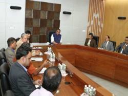 Okhi Cyclone May Clash Gujarat Alert Declared For Fishermen
