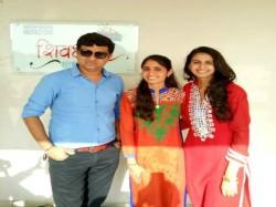 Who Has Written The Song Char Bangadivali Gadi