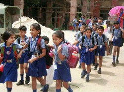 Gujarat Parents Are Protesting School Fee Issue Not Sending School