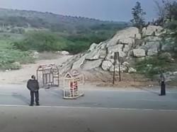 Ambaji Video Man Run Over His Car On Police Man At Check Post