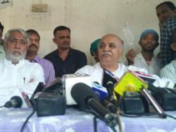 Pravin Togadiya Addresses Press Conference