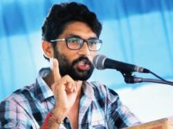 Jignesh Mevani Taunts Pm Narendra Modi On Uttarayan