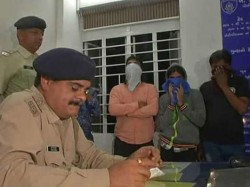 Rajkot Police Raid And Caught 4 Girls On Prostitution Case