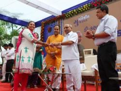 Nitinbhai Patel Inaugurate 104 Houses At Vastrapur
