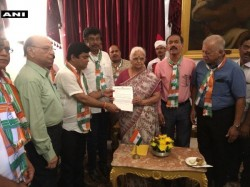 Goa 13 Congress Mlas Reach Raj Bhavan Meet Governor Mridula Sinha