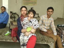 Hasin Jahan Reaches Mohammad Shami Home At Amroha Uttar Pradesh