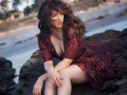 Shama Sikander Black Dress Hot Look Viral