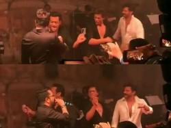 Shahrukh Salman Steal The Thunder At Sonam S Reception See Videos