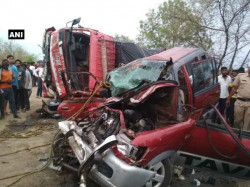 Major Road Accident In Mumbai Nagpur Highway Many Died
