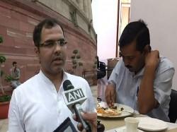 Arvind Kejriwal On Strike At Lg Anil Baijal House Bjp Mp Pra