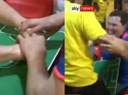 Fifa World Cup 2018 Colombian Man Helps Deaf Blind Friend Enjoy World Cup