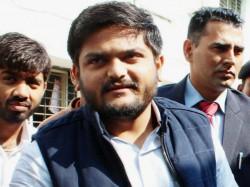 Paas Ex Leader Dinesh Bambhaniya Suit Defamation Case Against Hardik Patel