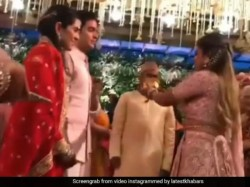 Isha Ambani Welcomingshloka Mehta Touched Feet Isha Ambani