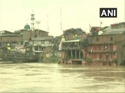 Jammu Kashmir Heavy Rains Flood Amarnath Yatra Suspended