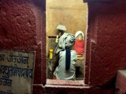 Burari Death Case Lalit Bhatia Family Ujjain Bharthari Gufa Tantrik