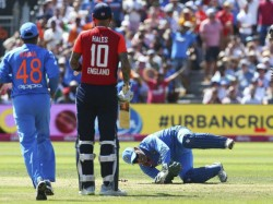 India Vs England 3rd T20 Ms Dhoni Becomes 1st Wicket Keeper To 5 Catches