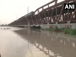 Delhi Yamuna Hit 5 Year High Today 10 000 People Have Been