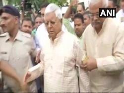 Fodder Scam Lalu Prasad Yadav Reaches Cbi Court Surrender Himself