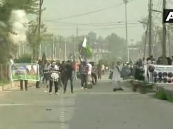 Clashes Break Between Security Forces Protesters Srinagar Jammu Kashmir