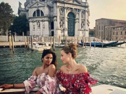 Suhana Khan Enjoys Vacation With Friends Europe Her Video Is Going Viral On The Internet