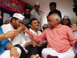 Who Offered Water Hardik Patel Question Asked Clerk Exam