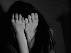Physical Attack Girl In Agra After Blackmailing