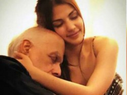 Users Trolled Riya Charkavarthi Over Pic With Mahesh Bhatt