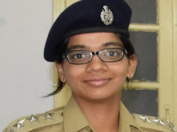 Dcp Father When He Salutes Ips Daughter Sindhu Sarma