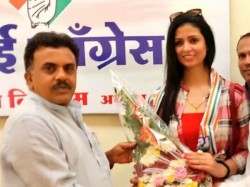 Hasin Jahan Wife Of Cricketer Mohammed Shami Joined Congress In Mumbai