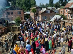 Shutdown Kashmir After The Death 7 Civilians Kulgam At An Encounter Site
